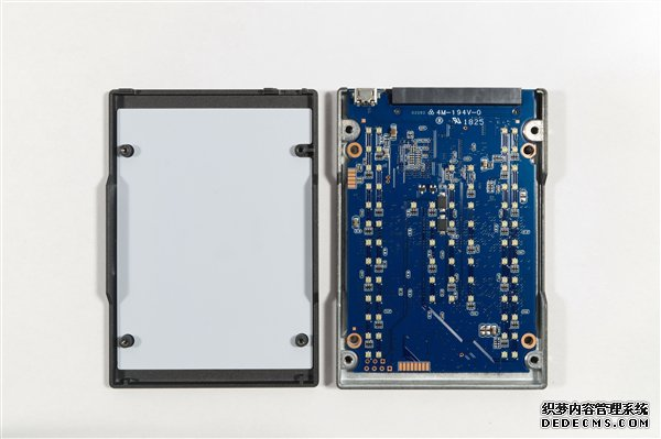 金士顿发布HyperX bt页游 RGB SSD:49颗灯珠