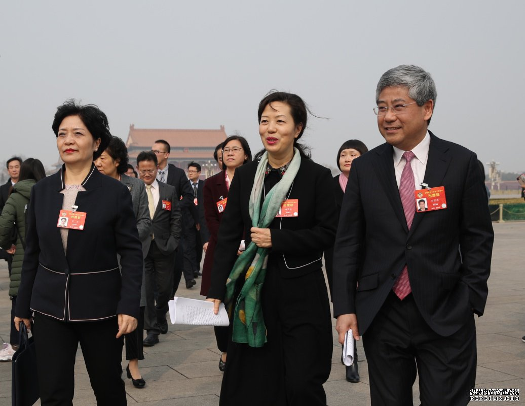 全国政协十三届二次会议开幕