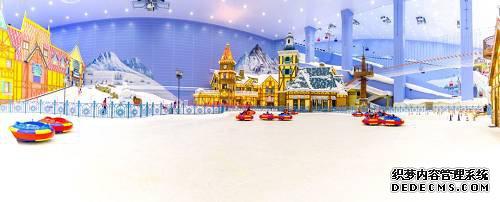 此外,广州融创雪世界有世界超大的室内娱雪区。1.7万平方米的超大娱雪区,为非滑雪宾客提供了炫彩冰雕、雪上飞碟、冰上碰碰车等一系列冰雪游乐项目,游客既可以体验滑雪亦可享受多种雪上乐趣。
