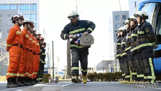 我可能跳的是假绳,消防员