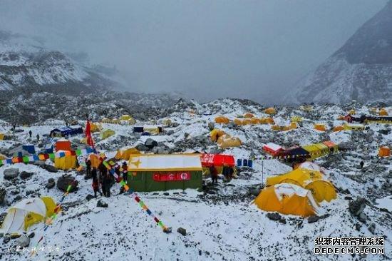 图:2019年珠峰大本营的凯乐石黄。