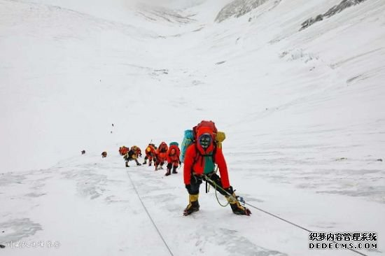 KAILAS装备助力攀登者跨越珠峰尽览雪山极地风光